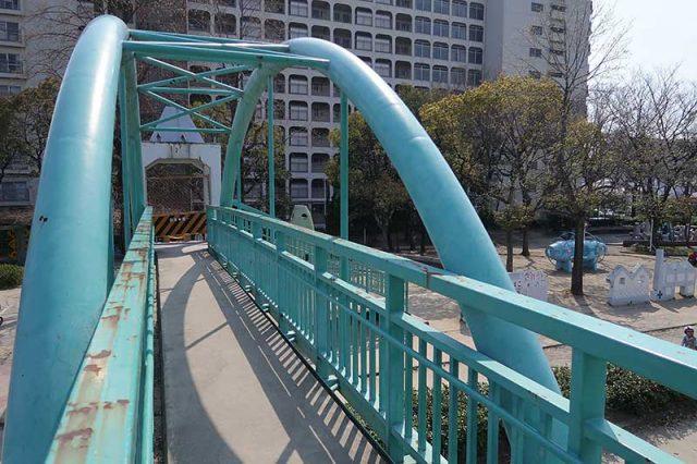 歩道橋は本格的!!