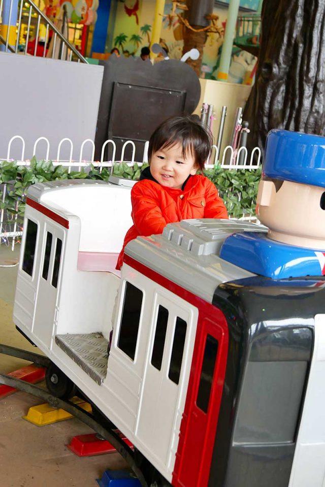 次男君は電車で楽しそう!!