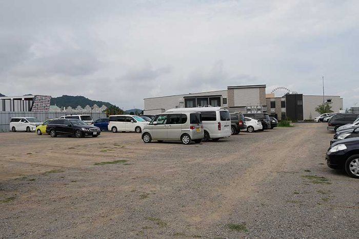 変なホテルの駐車場は舗装が終わってませんでした