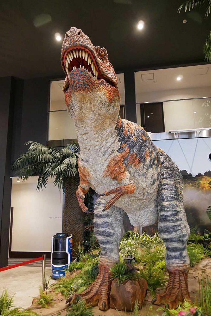 ティラノサウルスがドドンっと登場!!