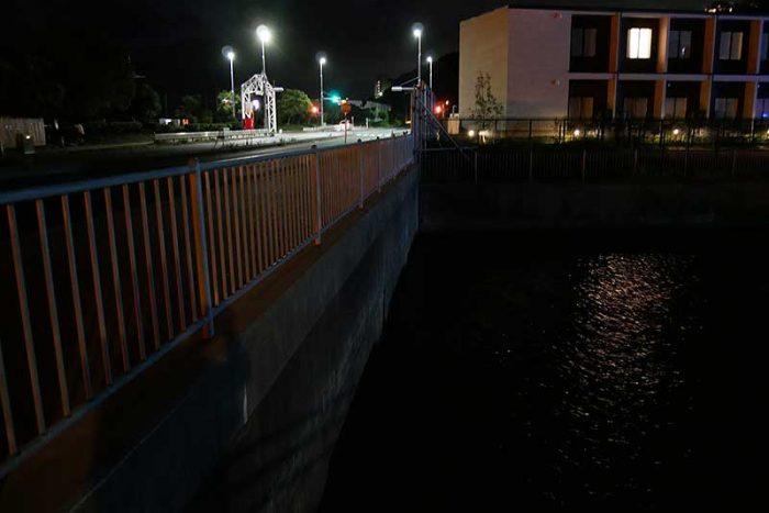 水路の明暗が気になる