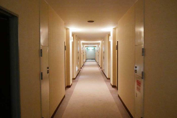宿泊する部屋へ