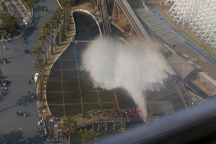 観覧車から見るシュート・ザ・シュートの水しぶき
