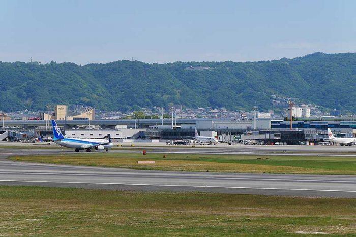 伊丹空港に隣接しています