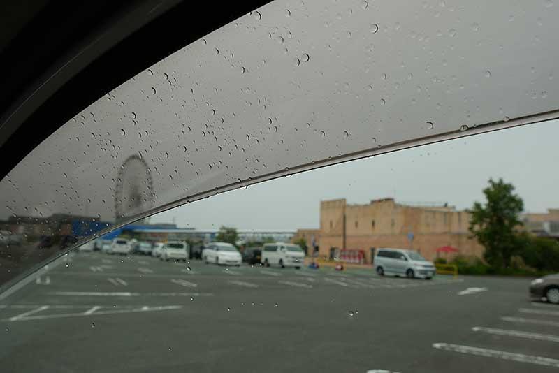 到着するも雨が降ってる