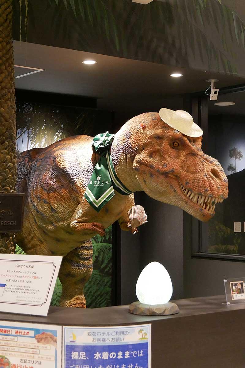 ホテルのスタッフは恐竜!!