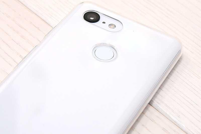 Google Pixel3背面はシングルカメラ