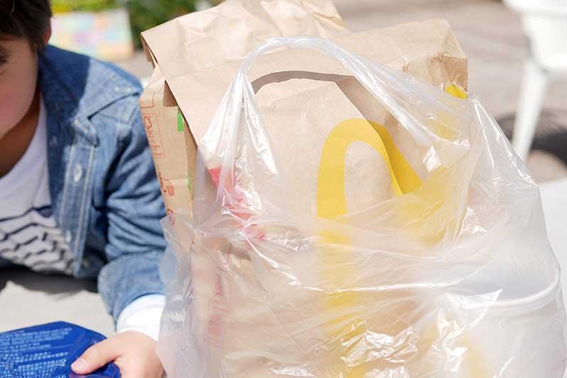 昼食はマクドナルド