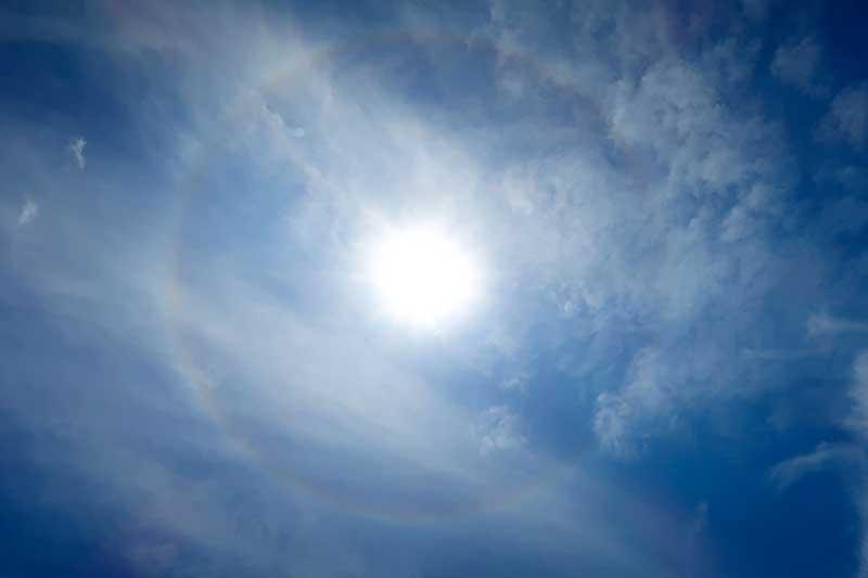 太陽の光の輪