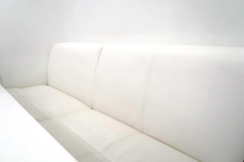 合皮の白色ソファー