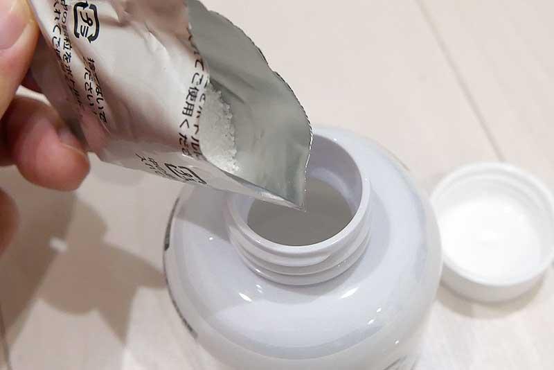 粉剤を入れる