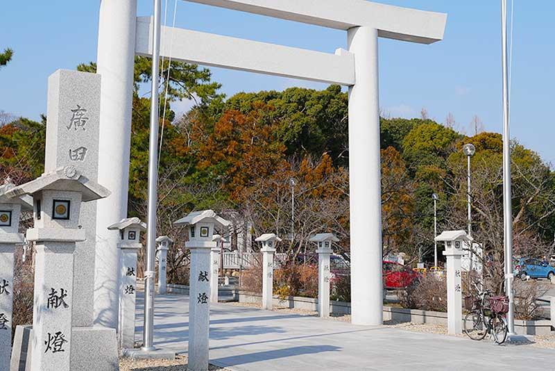 廣田神社の注連柱