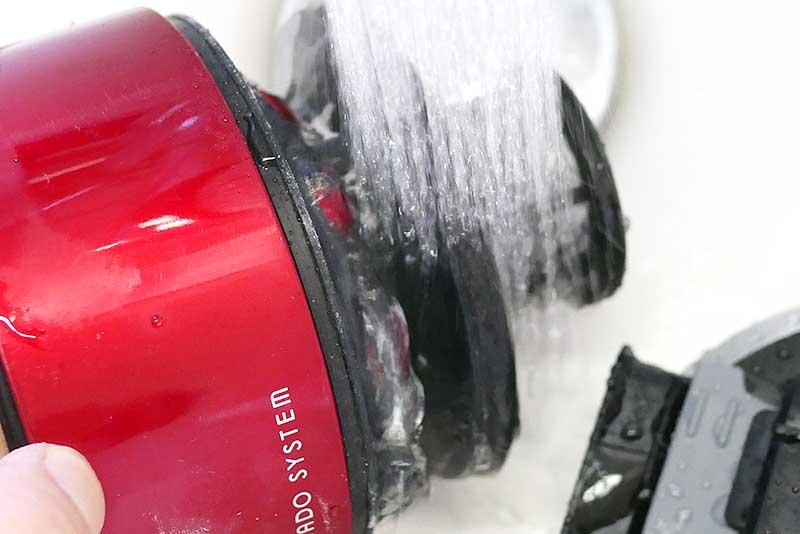 トルネード部分を洗う
