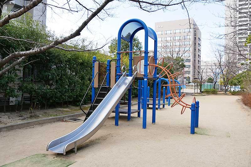 大塚あすなろ公園の遊具(滑り台)