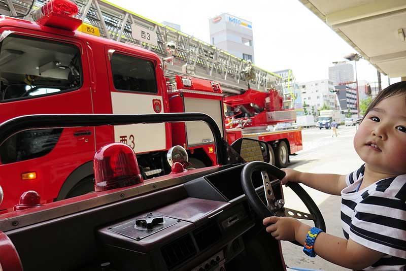 本物の消防車が止まっている事も