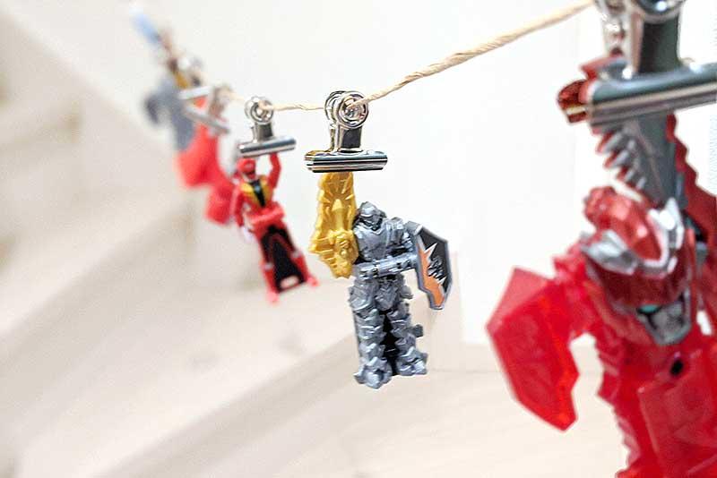 玩具が吊るされていました
