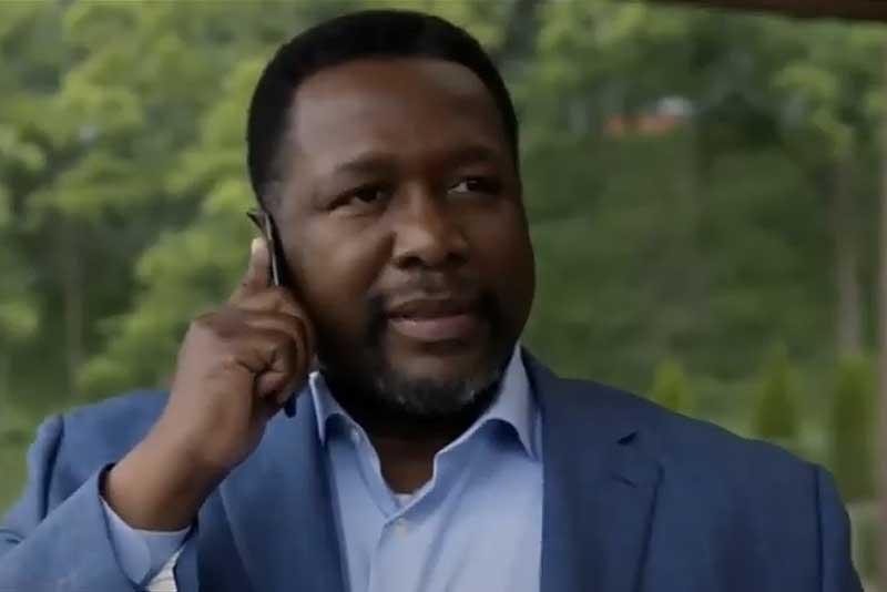 ドナへ電話をするロバート