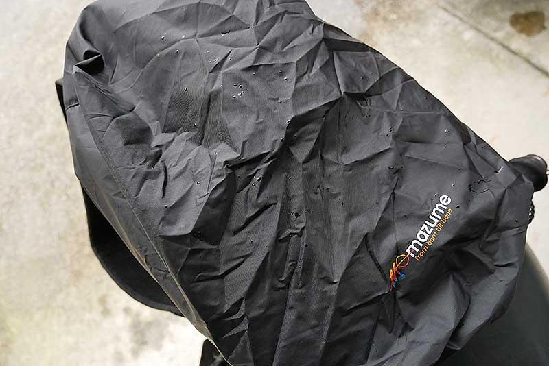 雨用のカバー付きバッグ