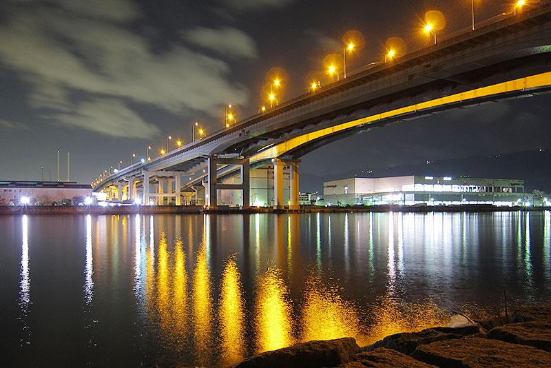 港湾部の照明
