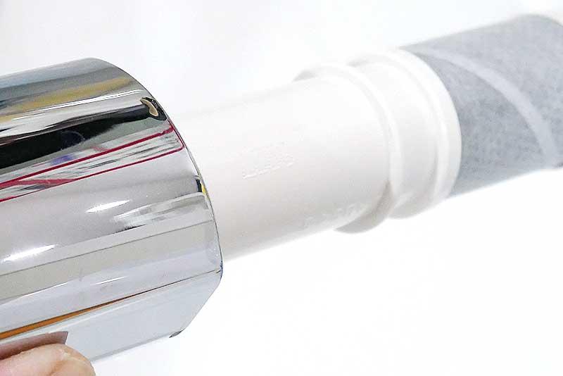 新しい浄水器のフィルターをセット