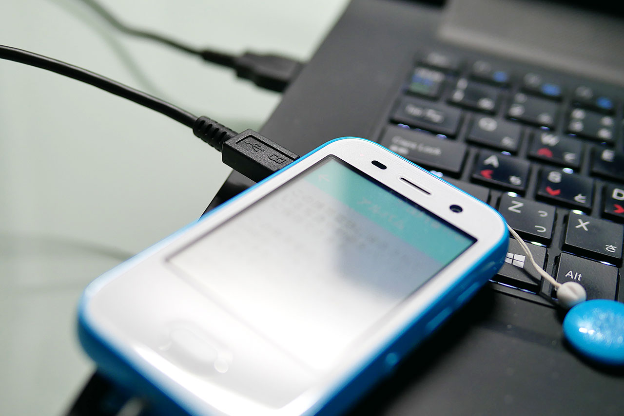 キッズフォンの写真をパソコンに保存する手順