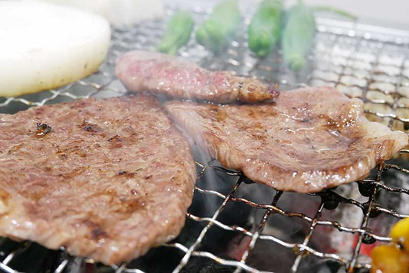 炭火で焼いたお肉