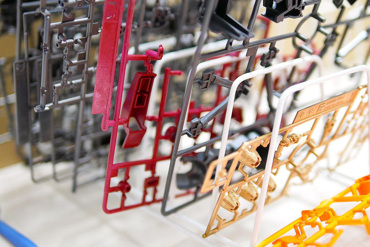 【ガンプラ】組み立てが捗るランナースタンドは100均の皿立てを代用!!