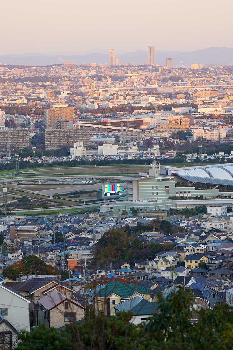 阪神競馬場も見える