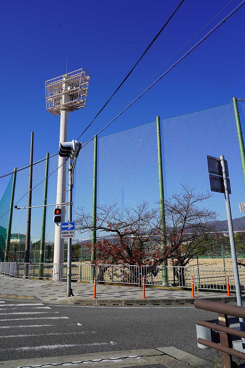 西宮市民グラウンドの野球場の照明器具