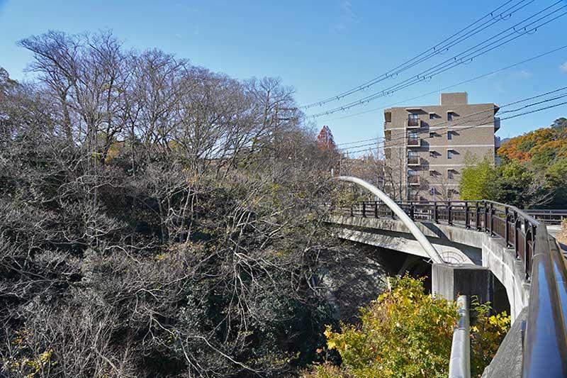 歩道から見た銀水橋