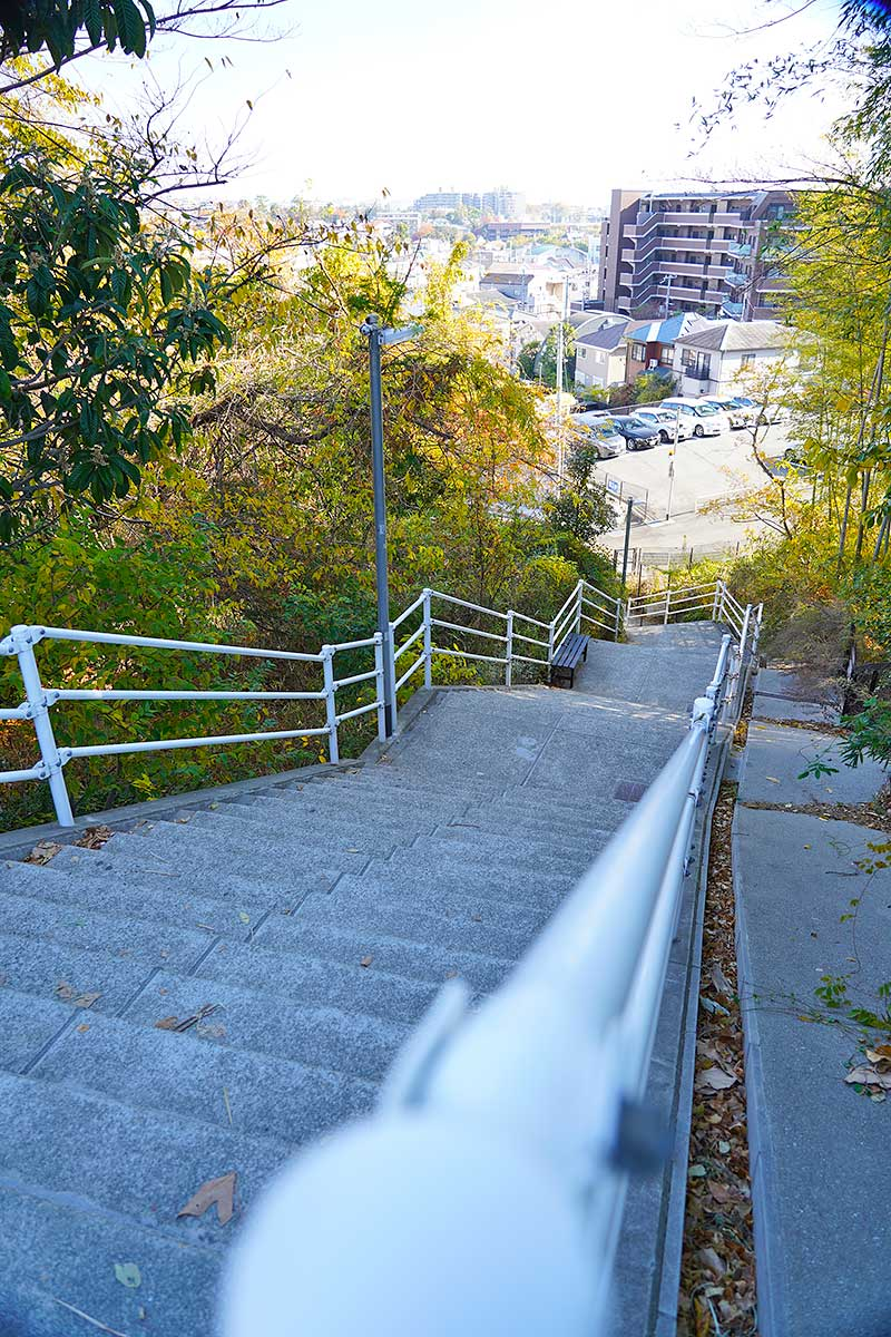 急傾斜の階段・キョン階段
