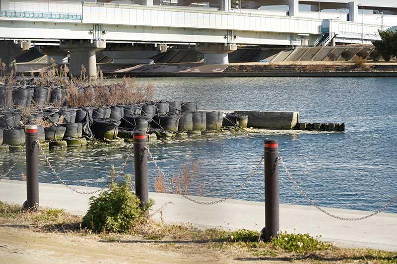 工事中の武庫川