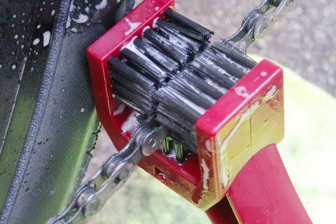 【自転車】三面ブラシと洗浄液でチェーンを簡単洗浄!!