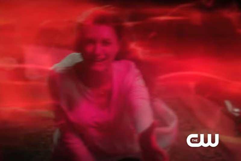 閃光に襲われるバリーの母親