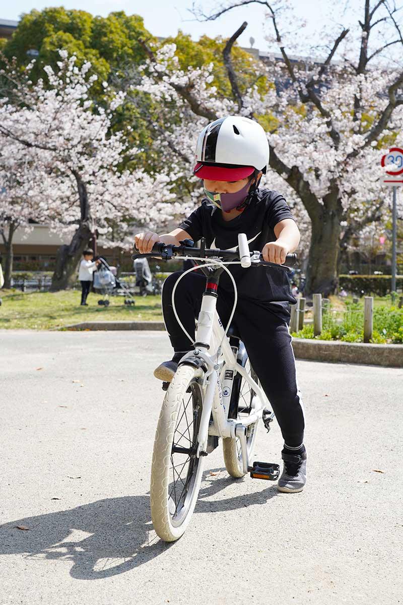 自転車の練習中