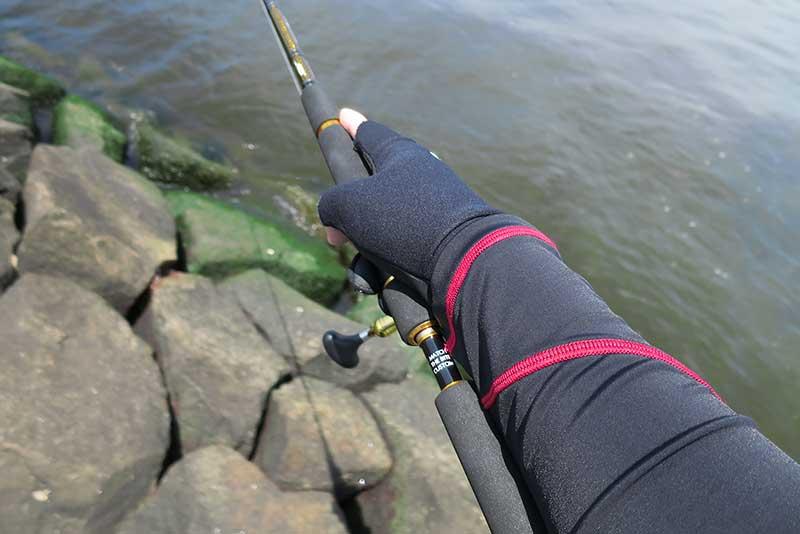 フィッシンググローブと釣り用ラッシュガード