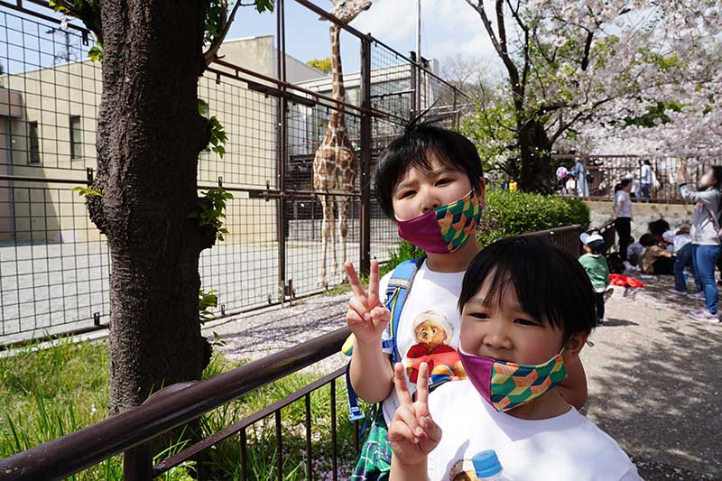 キリンと記念写真