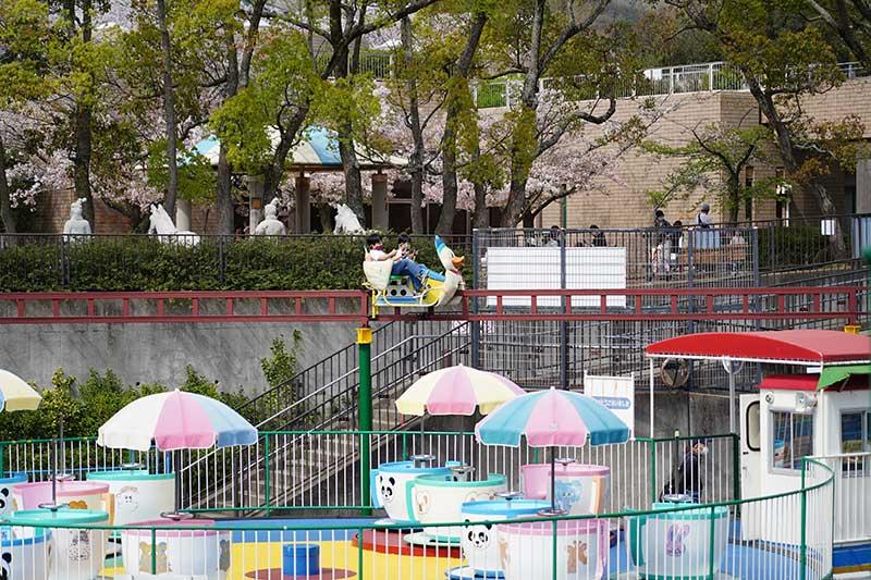 サイクルモノレールと遊園地エリア