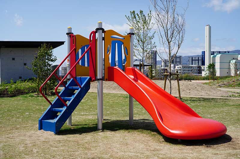 幼児用ゾーンの滑り台