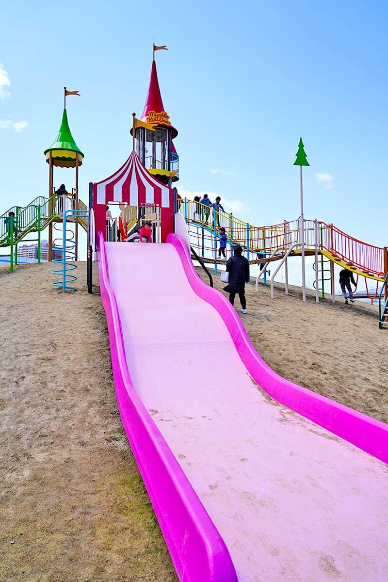 一番大きなピンクの滑り台
