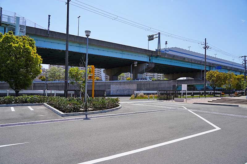 西宮浜総合公園(みやっこキッズダム)の駐車場入口付近