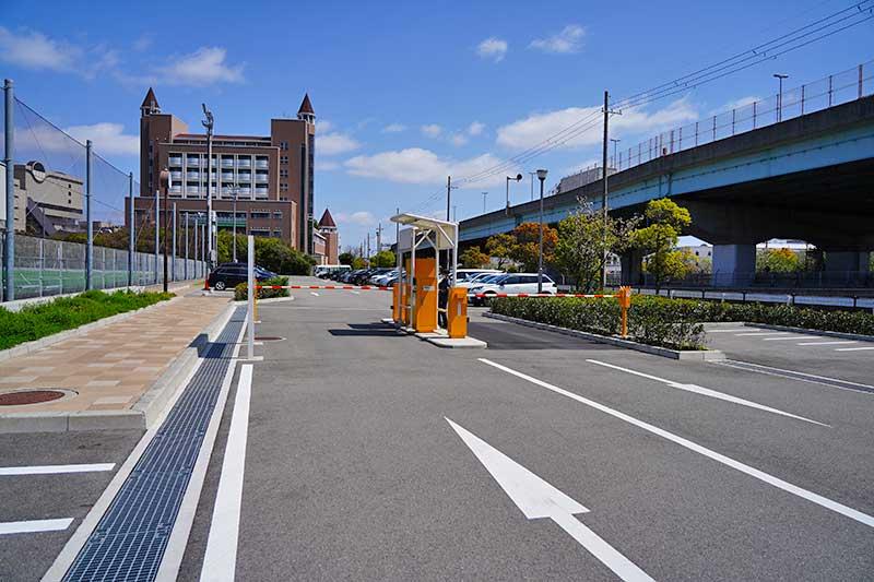 西宮浜総合公園(みやっこキッズダム)の駐車場入口