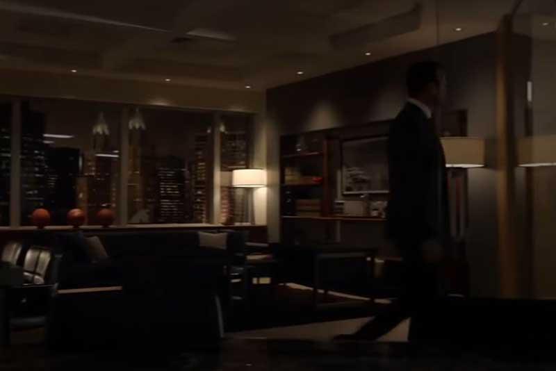 事務所を去るハーヴィー