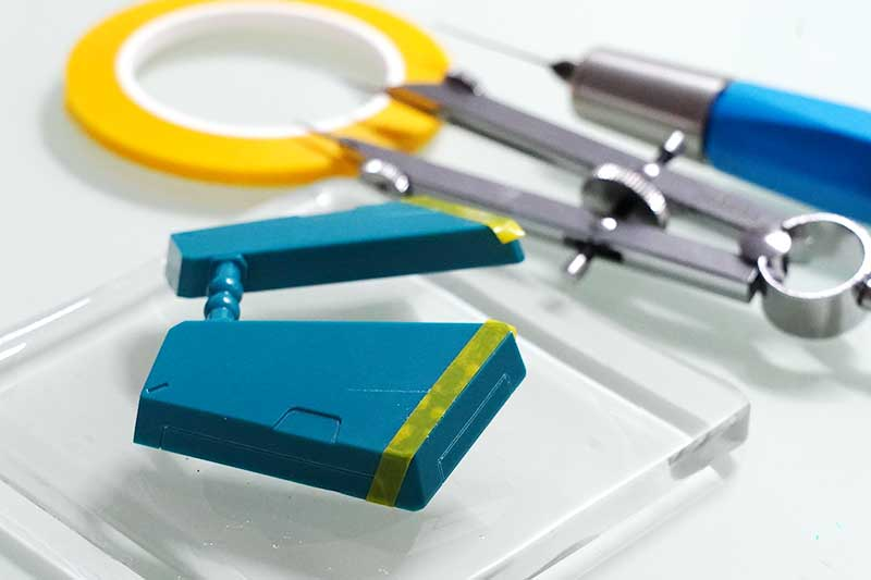 耐震マットとスジ彫り道具