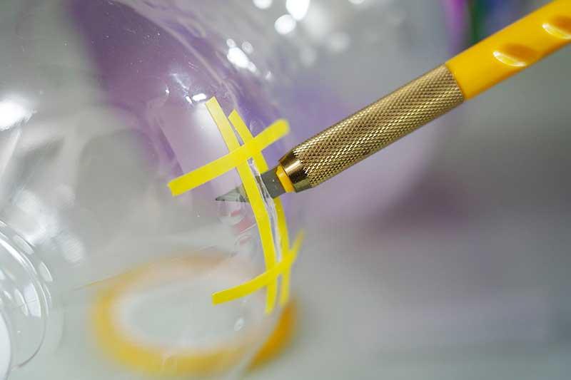 デザインナイフで切り抜く